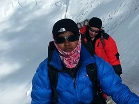 13-year-old is youngest girl to scale Mount Everest