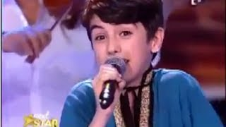 طفل روماني يغني