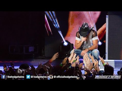 Tim McGraw Slaps Female Fan During Concert @Hodgetwins