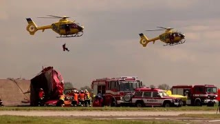 Hromadná dopravní nehoda - vyprošťování pomocí vrtulníků / Helicopter Show 2016