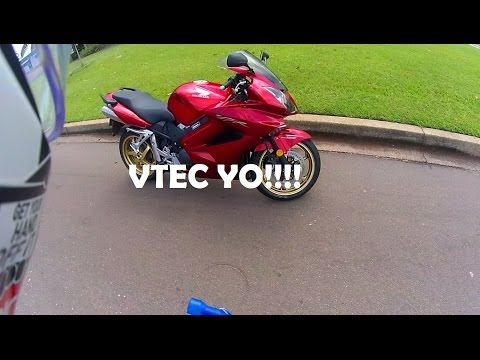 2011 Honda VFR800 Test Ride   VTEC   I'm in Love