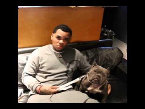 Kevin Gates kicks hoe out for not smashing his dog! Southern rapper wants girls to suck dogs BONE!