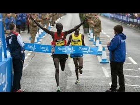 Mo Farah becomes first British man to win Great North Run 2014 have a look of victory