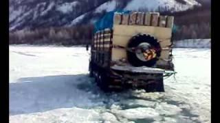 Зимник Якутск-Хонуу Переправа реки \ Crossing the river