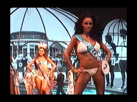 KATIE PRICE- CLOTHES SHOW LIVE 2009 -CATWALK (WARNING-contains flash photography!)