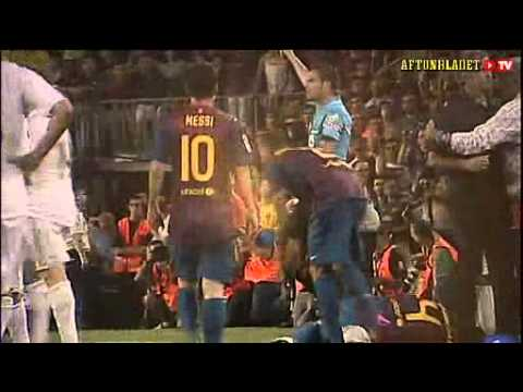FC Barcelona vs Real Madrid : Mourinho kicking Fabregas? Part 2/2 (2011-08-17)