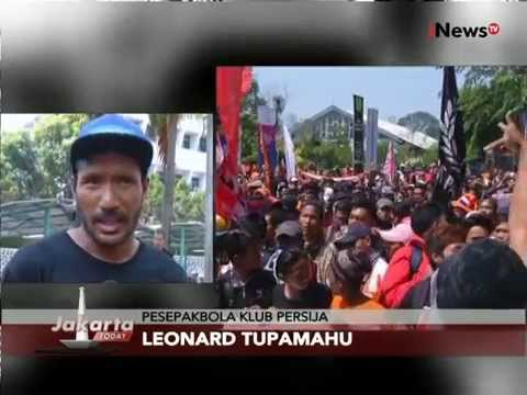 WOOW!!! 3000 Orang Jakmania Demo Aksi Damai Di Kantor Kemenpora - Jakarta Today 11/08