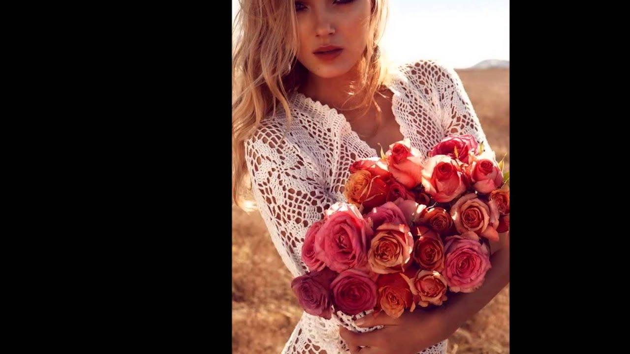 Девушка с цветами фото со спины блондинки