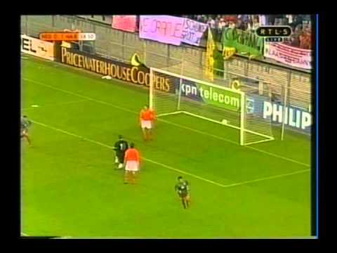 1999 (April 28) Holland 1-Morocco 2 (Friendly).avi