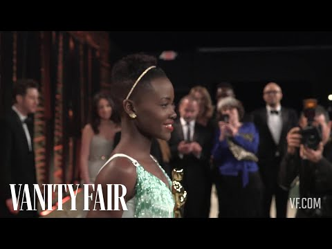 Mindy Kaling & Tyler Perry Want to Take a Photo With Lupita Nyong'o at the 2014 VF Oscar Party