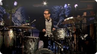 Fred Armisen-Questlove Drumoff (Late Night with Jimmy Fallon)