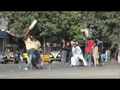 Street cricket in Karachi - Pakistan