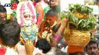 ప్రత్యేక హోదా కోసం దుర్గమ్మకు బంగారు బోనం..! | Vijayawada Durga Temple