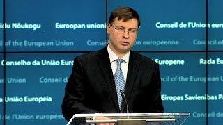 video L'Unione europea in soccorso dell'Ucraina, ormai sull'orlo della bancarotta. Via libera dai ministri delle finanze al nuovo prestito da 1,8 miliardi di euro. Troppo pochi secondo alcuni Stati,...