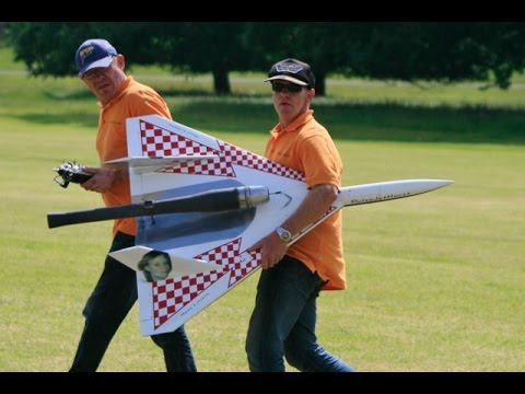 ② AMAZING 250 MPH RC PULSE JETS AT WESTON PARK RC MODEL AIRCRAFT SHOW - 2014