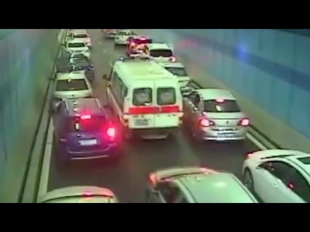 Footage: Drivers forge 'path of life' to ease ambulance through heavy traffic