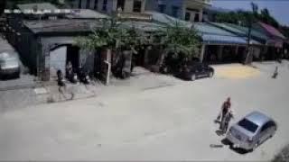 Tai nạn giao thông 10-trẻ nhỏ qua đường