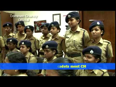 Student police cadets meet Oommen Chandy, Kerala Chief Minister