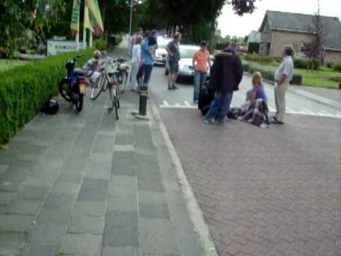 Meisje valt van fiets, Hulpdiensten komen ter plaatse Westerkerkweg Venhuizen
