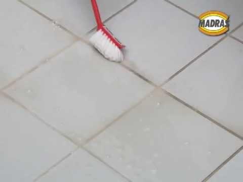 Togliere il calcare pavimento esterno