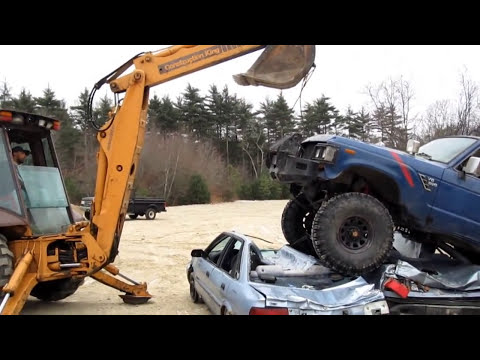 FJ62 crushing 2 cars