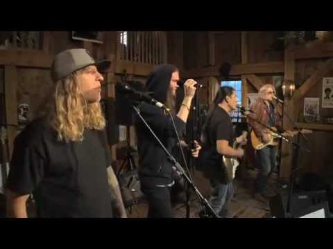 "The Dirty Heads - ""Rich Girl"" (live)"
