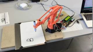 Arduino Roboterarm schreibt BMW