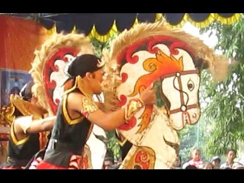 HORSE DANCE - Festival Jathilan Kreasi 2016 - Kuda Lumping [HD]