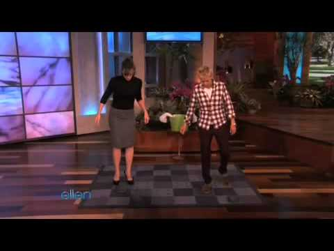 Jennifer Garner introduces ellen a new workout - Painful Pushaways