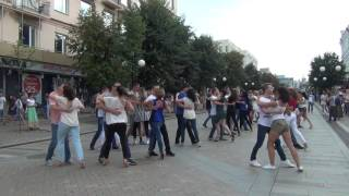 улица Луначарского на видео в Пензе: Флешмоб Kizomba Summer 2016 в Пензе. Улица Московская (автор: LaVida)