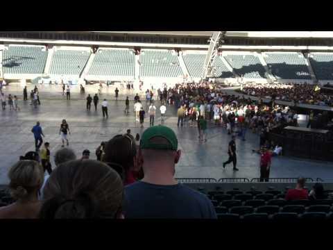 U2 Philadelphia 14JUL2011 Entrando no Estádio - by MP