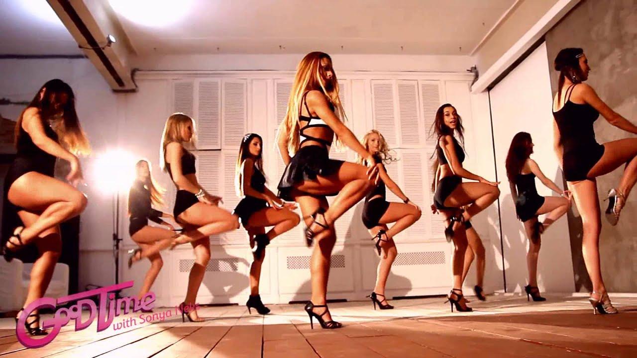 Танцы на публике 19 фотография