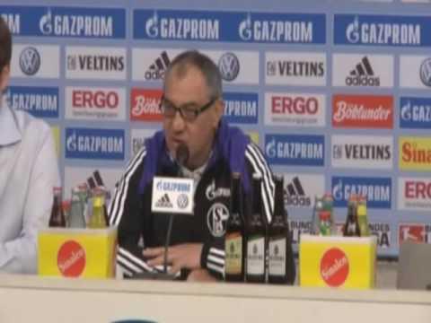 Felix Magath kontert Kritik am Schalker Rasen  26.03.2010