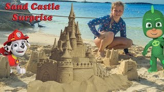 PJ Masks and Vampirina Sand Castle Surprise Treasures with the Assistant