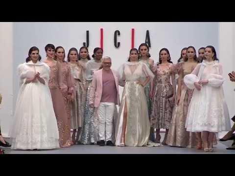 Juan Carlos Armas presenta en Madrid Bridal Week 2018 su colección 'XXX' para 2019 thumbnail