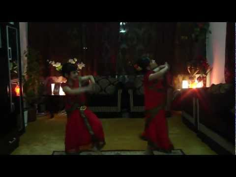 Moina Cholat Cholat Dance video