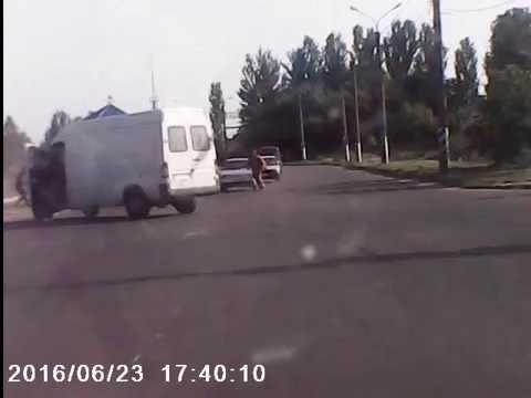 Очередное ДТП на объездной в Мелитополе: машины и светофор развалились.