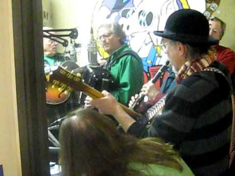 &quot;Santa Lost a Ho&quot;~the Christmas Jug Band at the Ham Jam xmas party 2009
