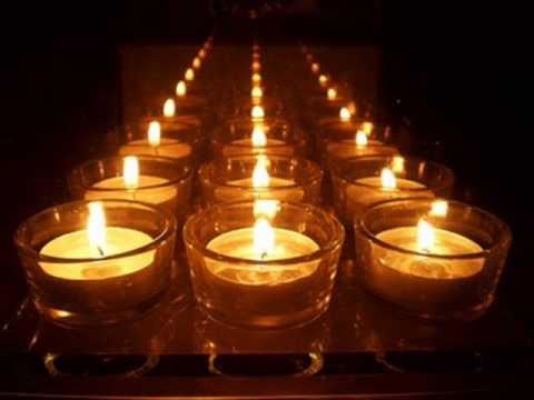 Foto de una vela encendida 20