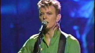 Watch David Bowie Waiting For The Man video