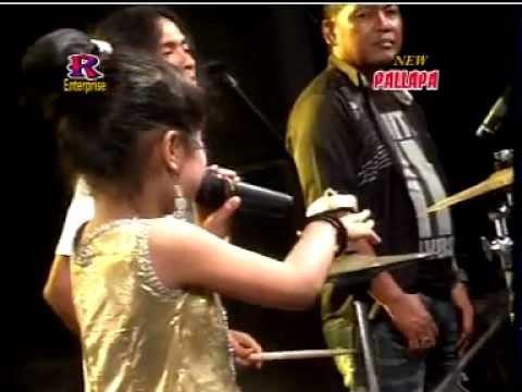 download lagu Tasya Payung Hitam New Pallapa .mpg gratis