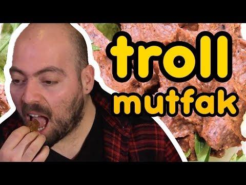 TROLL MUTFAK - Rakibinin Çiğ Köftesini Trolle