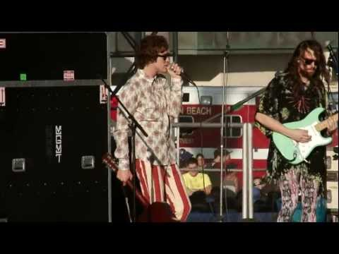 US Open of Surfing 2011 (KIDS - MGMT live)