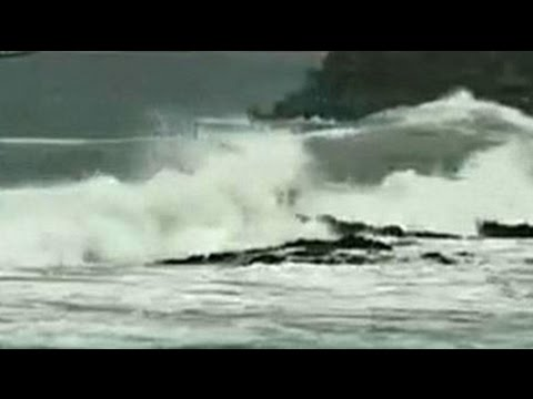 Cyclone Hudhud expected to hit Andhra Pradesh today, thousands evacuated