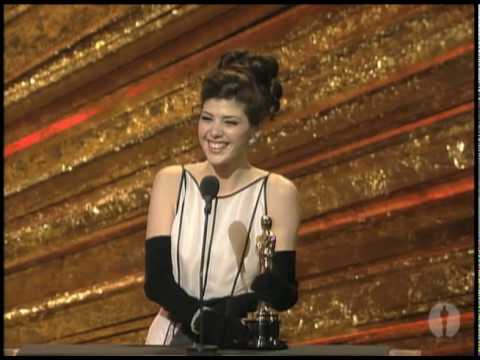 Marisa Tomei Wins Supporting Actress: 1993 Oscars thumbnail