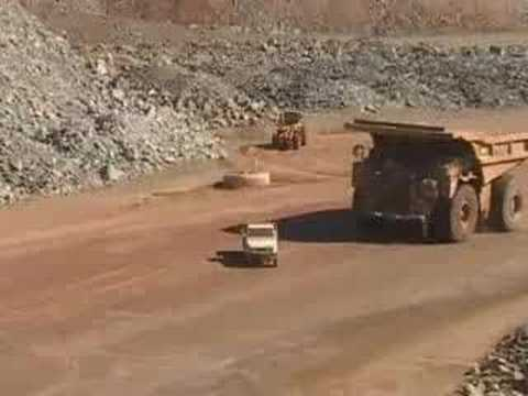 2011 caterpillar truck. 785 Cat truck doing donuts at