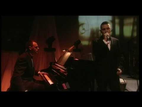 ÁKOS 40 - PERSZE HAJNAL VAN MEGINT (2008)  Official Video