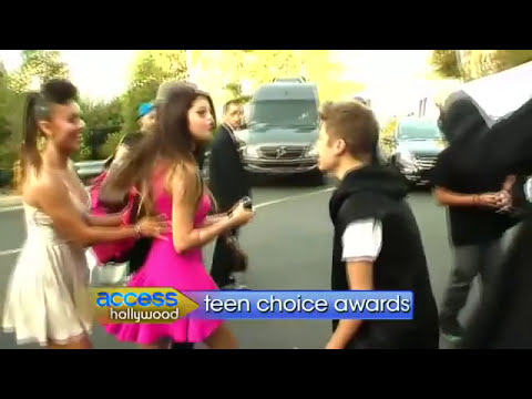 Justin Bieber y Selena Gomez en el backstage de los Teen Choice Awards 2O12