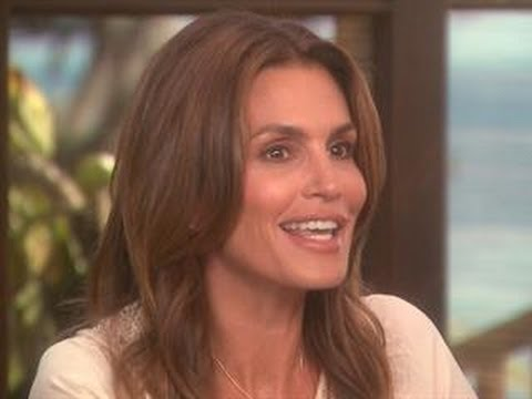 Cindy Crawford Opens Up Her Home to ET