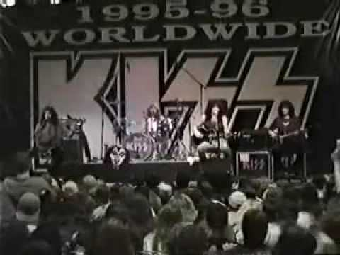 Kiss - Burn Bitch Burn
